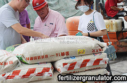 American clients visit NPK fertilizer production line